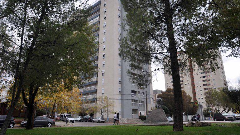 La torre está ubicada en Avenida Argentina y Periodistas Neuquinos.