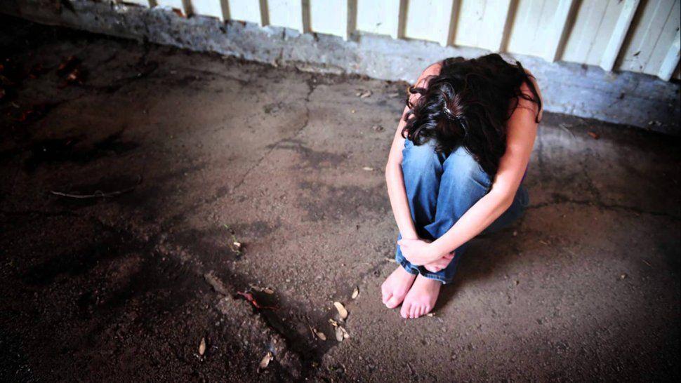 El hombre irrumpió a las patadas en la casa de su ex, en Río Grande. El accionar de la Policía fue cuestionado.