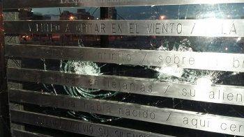 Volvieron a destrozar el Cenotafio de los Caídos en Malvinas