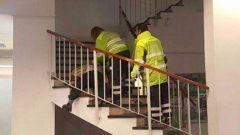 Rodolfo Estivill quedó tirado en el descanso de la escalera de la oficina de la Anses de Mar del Plata.