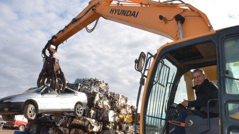 La Muni compactará más de 600 vehículos a costo cero