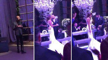 El regalo de bodas: Abel Pintos cantó para Antonela