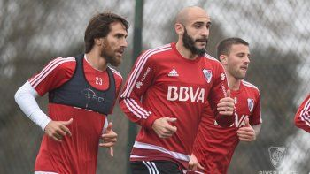 El central Pinola y el delantero Scocco se sumaron a la Banda la semana pasada, al cierre del torneo de 30 equipos.