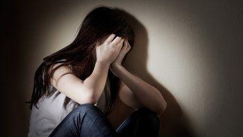 La chica tiene 16 años y sufre un retraso neurológico. Antes de venderla, el padre la había violado y golpeado.