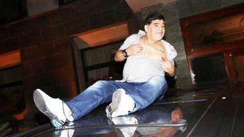 Un descontrolado Maradona genera revuelo en su visita a Nápoles