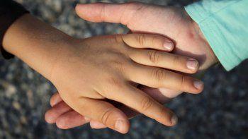 Buscan una familia sustituta para dos nenas sin hogar