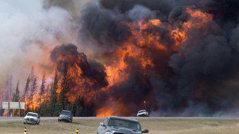 Canadá: 14 mil evacuados por incendios forestales
