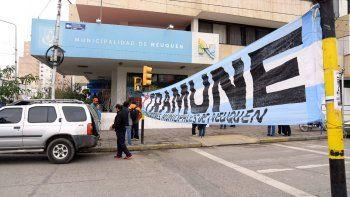 Sitramune se manifestó hoy en el Municipio y cortó la Avenida Argentina.