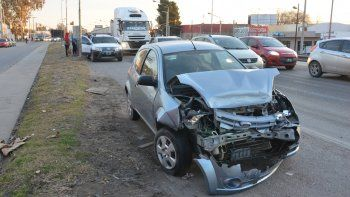 choque entre 5 autos causo heridos y embotellamiento en la ruta 22