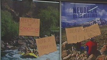 Empleados de la Subsecretaría de Turismo reclaman con un paro