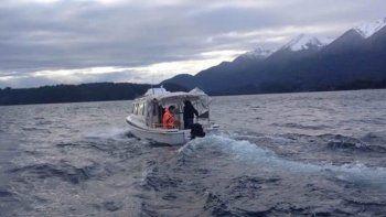 Prefectura tuvo que armar un operativo de rescate en el lago.
