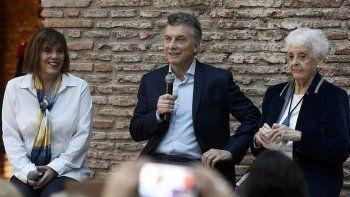 Tampoco mencionó a CFK, primera presidenta electa y luego reelecta.