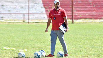 El entrenador del Rojo neuquino planifica la exigente temporada que se viene.