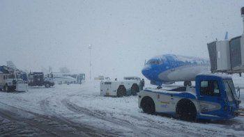 operativo para evitar que se congelen los aviones y las pistas