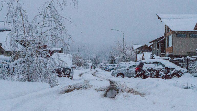 El fuerte temporal dejó a San Martín de los Andes tapada de nieve. Hubo problemas con los cortes de luz y de telefonía.