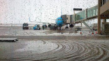 desviaron a neuquen los vuelos que no pudieron aterrizar en bariloche y chapelco