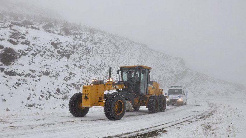 Continúan los cortes de ruta en Zapala por acumulación de nieve