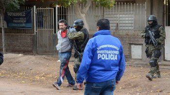 Santana al momento de ser detenido por la Policía.