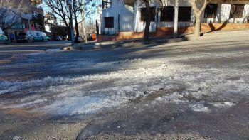 una manana de esquinas con hielo y canerias congeladas