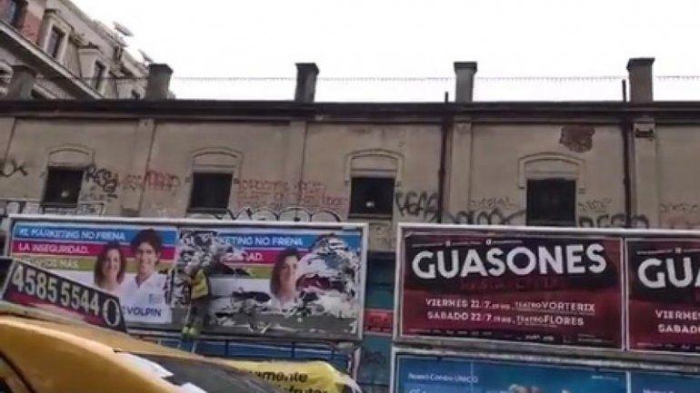 Usan empleados para vandalizar la estética de la oposición