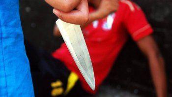 La víctima, que fue acuchillada, se llamaba Miguel Raiyuanqui y tenía 32 años. Estaba con su mamá, Adelina Curunao, que fue quien llamó a la Policía.