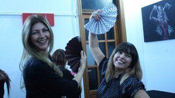 María Fernanda Kolff y Vanesa Pichun, en la inauguración de la muestra.