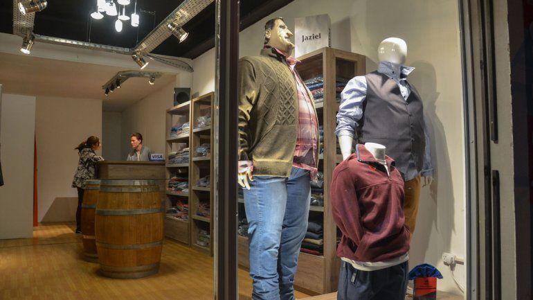 La oferta de talles grandes en los comercios locales se multiplica.