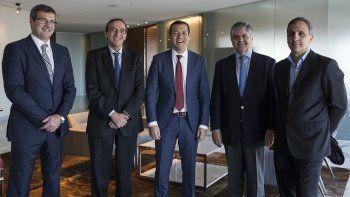 El gobernador Omar Gutiérrez junto a los inversores que potenciarán Vaca Muerta.