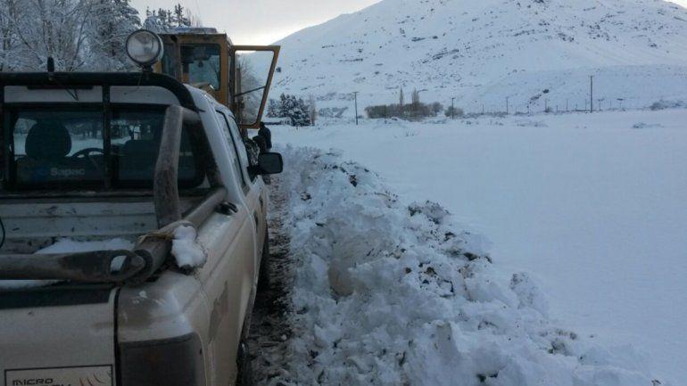 Por el momento, sólo una ruta continúa intransitable por el hielo