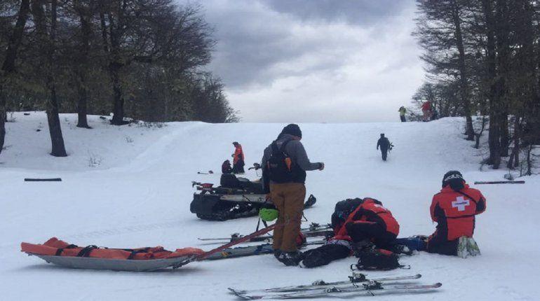 Dramático rescate de una nena que cayó por una pendiente de hielo en Chapelco