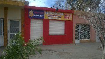 Durante la mañana de ayer, la Policía realizó los peritajes y recuperó el arma del delincuente que asaltó la financiera Gestión Express de Cutral Co.