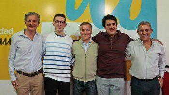 Lautaro Bugner y Pascual Galtieri, ayer, con las autoridades del Municipio.