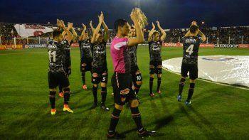 Instituto ganó 1-0 con tanto de Paulo Rosales de penaL. El Coloso del Ruca Quimey estuvo a pleno y fue una fiesta.