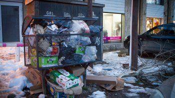 Los comerciantes también reclamaron la falta de recolección de residuos, que generó calles desbordadas de basura.
