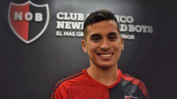 Daniel Opazo fue presentado en la entidad rosarina. El jugador lleva sus goles de Cipolletti a Rosario.
