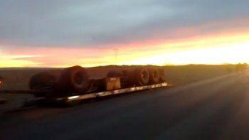 camionero se quedo dormido en la ruta 22 y casi causa una tragedia