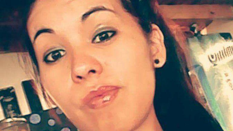 Búsqueda. La foto de Fernanda Pereyra que difundió su hermana por las redes sociales la noche del viernes. Ayer fueron a denunciar la desaparición a la Comisaría 35 de Rincón.