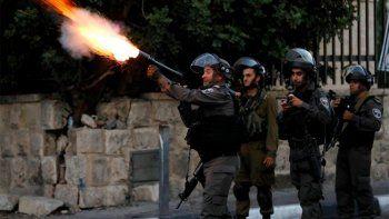 francisco pide moderacion por violencia entre israel y palestina