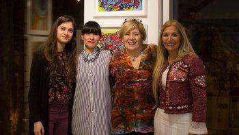 El equipo de trabajo: Mónica Fernández Gálvez, directora de Loca de Atar; Marina Cisneros, comunity manager, y Paula Ciorda, colaboradora.