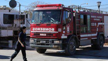 Los bomberos de Centenario trabajaron a destajo el fin de semana.