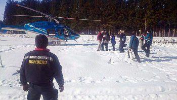 rescataron a una senora y a un nene con el helicoptero provincial