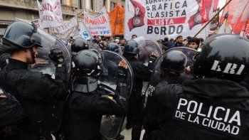 incidentes entre la policia y trabajadores de pepsico
