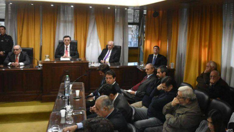 Condenan a perpetua a cuatro ex jueces de la época de la dictadura