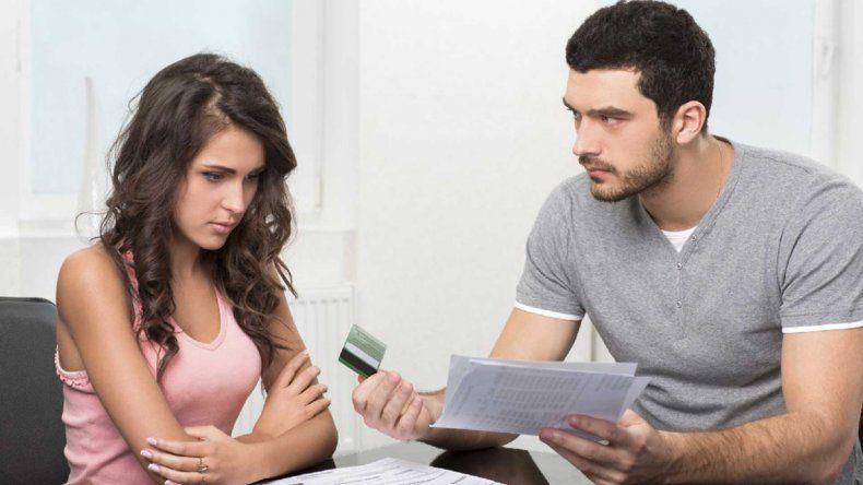 Vivir con un tacaño: un tema que puede llevarte al divorcio