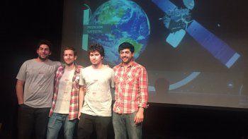 Franco Bellomo (primero a la izquierda) estudia Ciencias de la Atmósfera.
