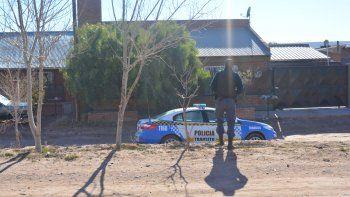 La casa del barrio La Falda, donde ocurrió el hecho y vive la mujer, quedó con custodia policial a pedido del fiscal.