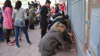 La gente marchó con velas en reclamo de justicia por Fernanda Pereyra.