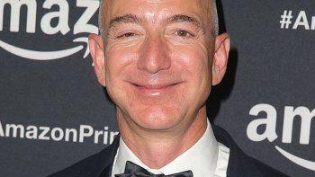 Jeff Bezos tiene una fortuna de 90 mil millones de dólares.