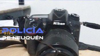 La cámara de fotos fue encontrada en una casa del barrio Vega Maipú.