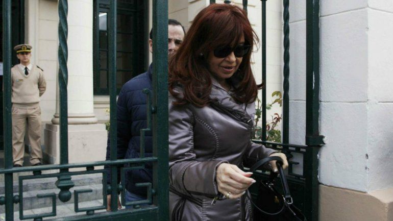CFK fue a tribunales, dejó un escrito y pidió la nulidad de la causa